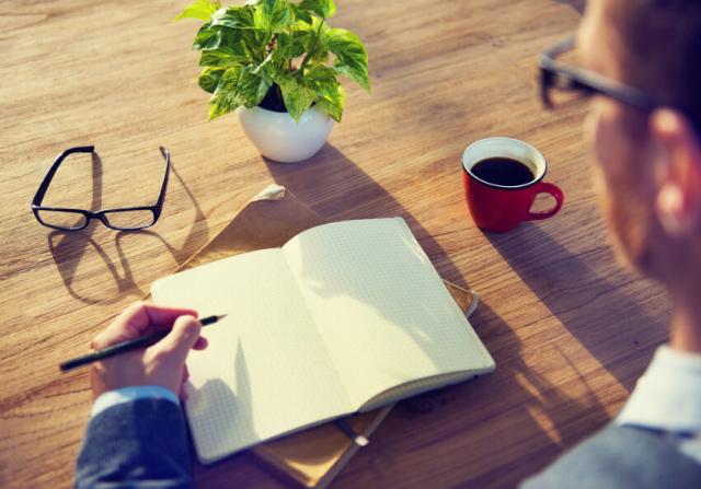 kaffee-schreiben-idee-Rawpixel-shutterstock_193500593