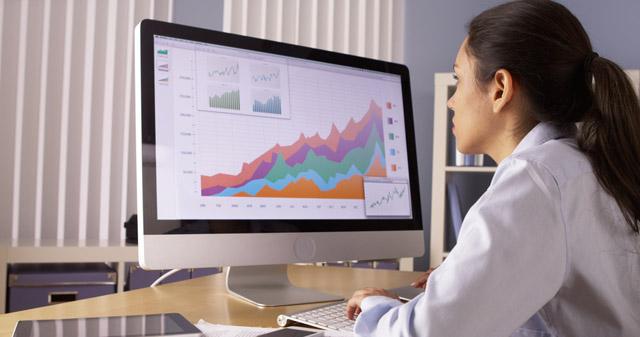 Der technisch-sachliche Blickwinkel ist perfekt zum Transport von Informationen. (Bild: Rocketclips, Inc. – shutterstock.com)