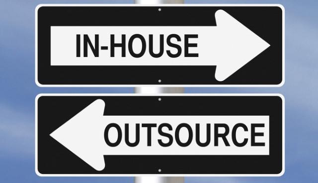 Links oder rechts? Klar nach rechts, wenn es um Content-Produktion geht (Bild: © rnl-Shutterstock.com).