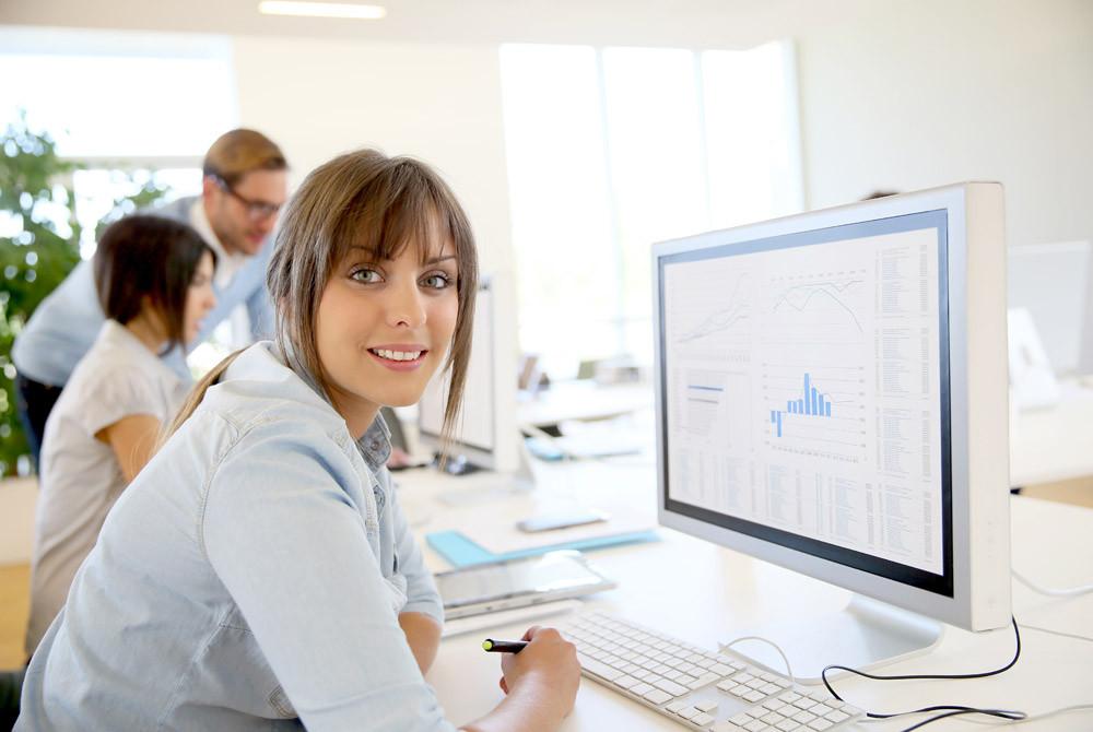 Es gilt eine Marketingstrategie zu entwickeln, die sich an den Werkzeugen aus dem Marketingmix orientiert. (Bild: goodluz – fotolia.com)