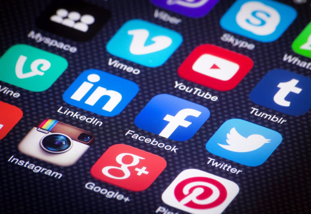 Eine probate und kostengünstige Möglichkeit ist das Marketing in sozialen Netzwerken (Bild: © Twin Design - shutterstock.com)