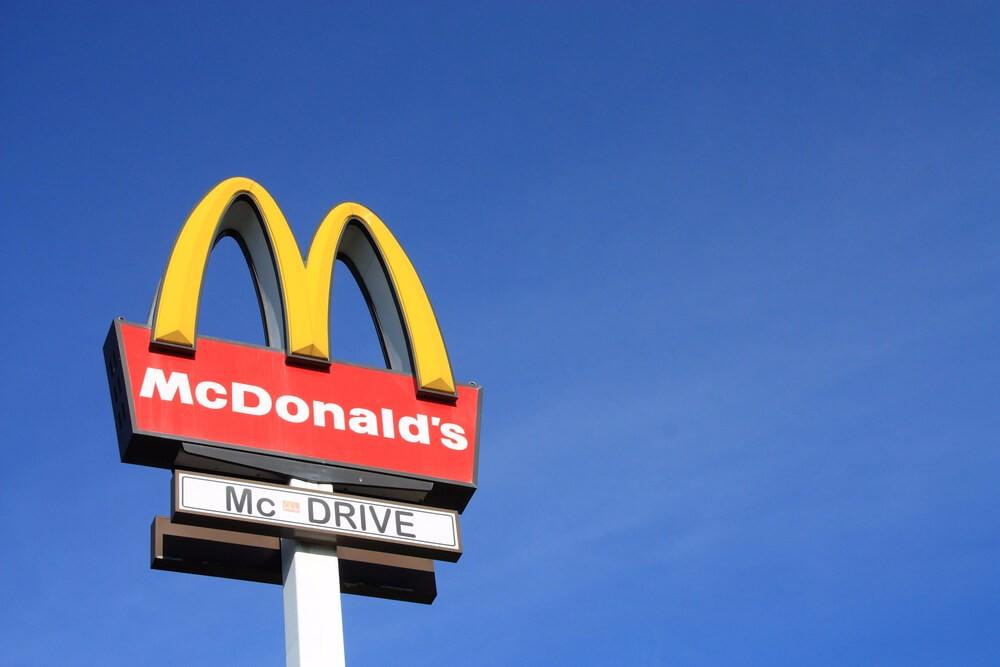 Mc Donald's hat sein Logo und seine Firmierung im Laufe seiner Geschichte mehrmals verändert. (Bild: © Tomasz Bidermann - shutterstock.com)