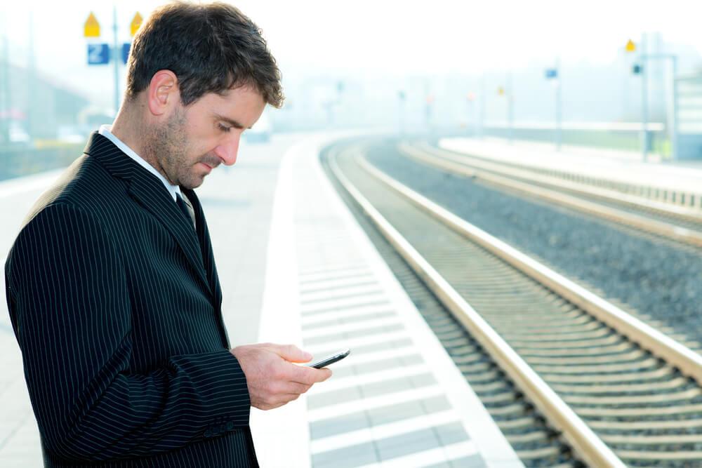 Das eher beiläufige Nutzen des Netzes können sich KMU's zunutze machen. (Bild: © Firma V - shutterstock.com)