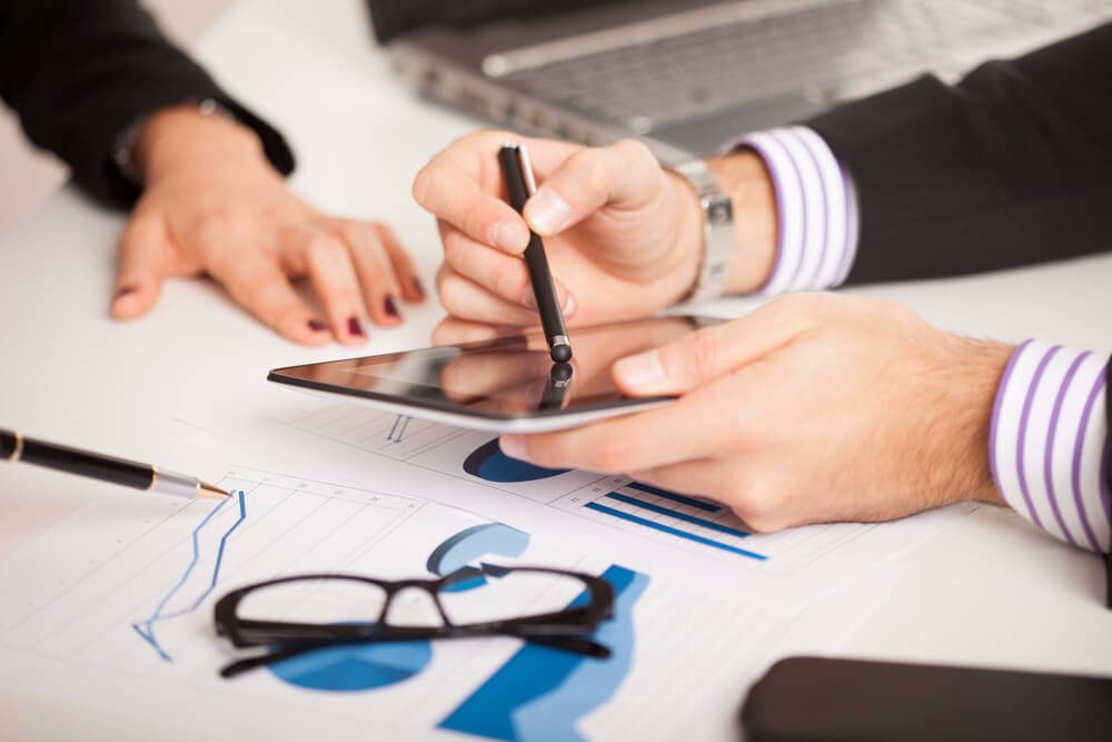 Zusätzliche Mehrausgaben entstehen den Unternehmen, die beim Einkauf von Marketingdienstleistungen auf strategisches Vorgehen verzichten. (Bild: © Minerva Studio - shutterstock.com)