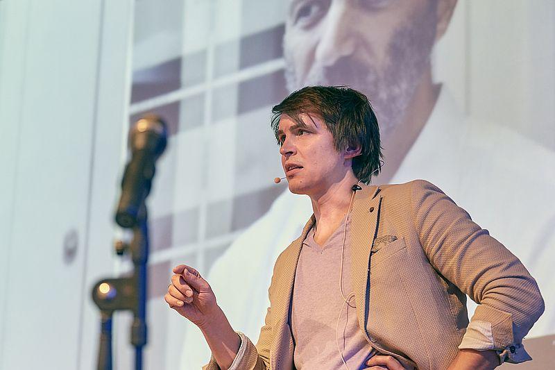 Einblicke in Erfahrungen mit seinem Onlineshop Farmy.ch gab Roman Hartmann. (Bild: Swiss Online Marketing / Friederike Tröndle)